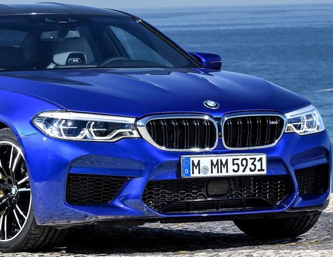 Blå BMW M5 fra 2018