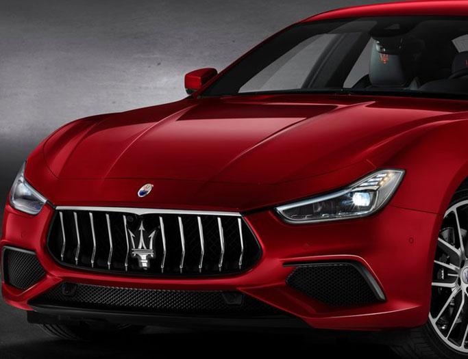 Rød Maserati Ghibli fra 2019
