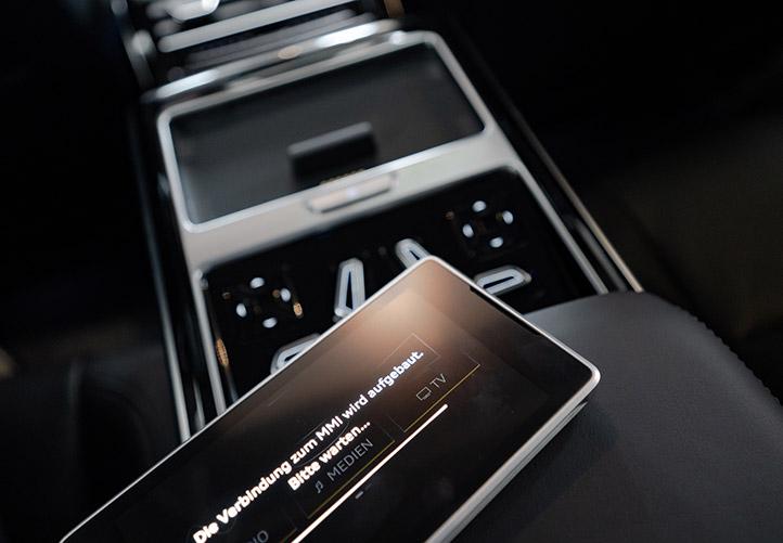 Leaset bil der styres med smartphone